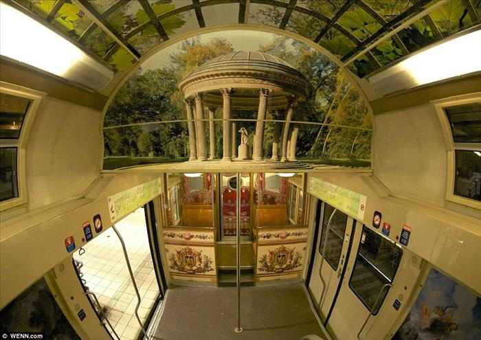 the Versailles palace subway