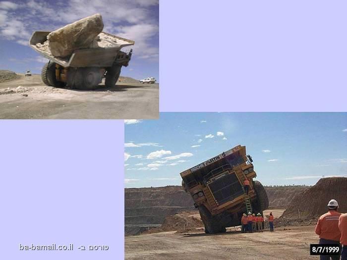 משאית מוטה על הצד מאבן גדולה