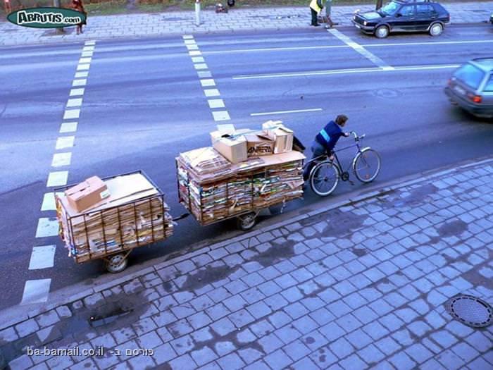 אופניים גוררות לולים מלאים בדברים