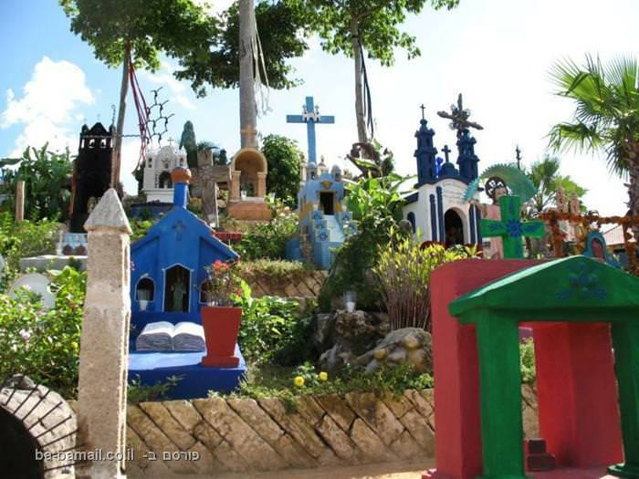 הוא נראה כמו פארק שגרתי במקסיקו, עד שנכנסים אליו